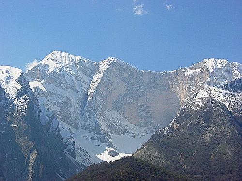 Maja e Papingut Nordostwand im Winter. Foto: sazan/Wikipedia